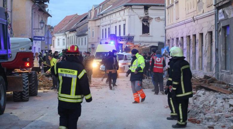 След 6,4 по Рихтер: Ужасът в Хърватия в снимки