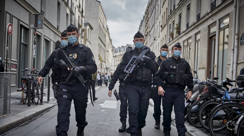 Франция мобилизира 100 000 полицаи в новогодишната нощ