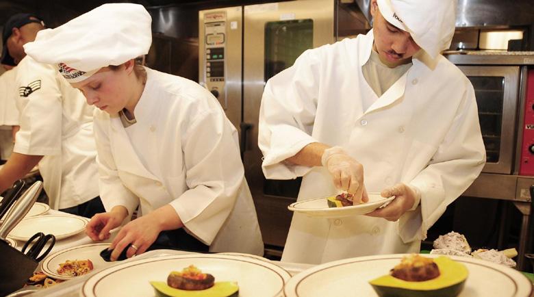 2000 лв. от държавата за готвачи, останали без работа