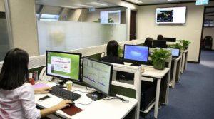 COVID-19 изтри една трета от търсенето на офиси