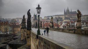 Чехия ще тества масово за коронавирус служителите на средни и големи фирми
