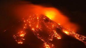 Вулканът Етна изригна зрелищно