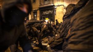 Осма поредна вечер продължиха размириците в Барселона