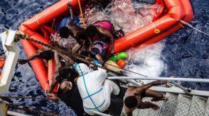 Италия спаси 47 мигранти от водите край остров Лампедуза