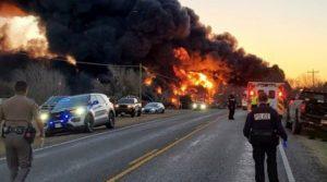 Влак с бензин се взриви в Тексас