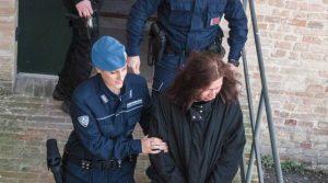 Повдигнаха обвинение на българка в Италия, удушила детето си и запалила жилището
