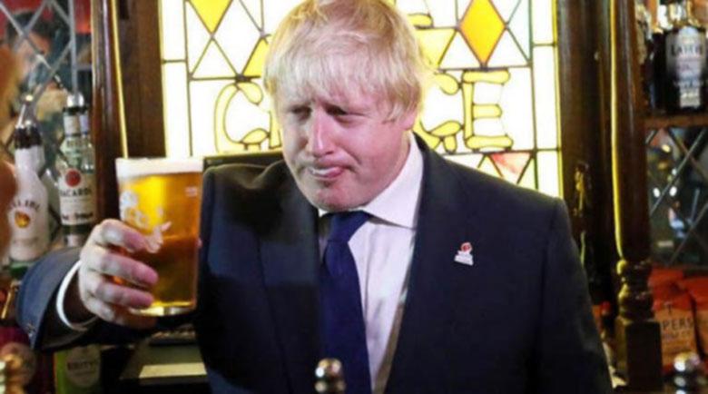 Оправдаха Борис Джонсън за ваканцуването с подарени пари