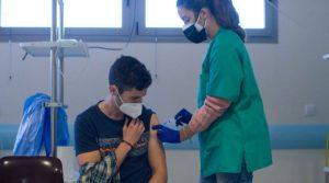 Ускоряват ваксинацията в Испания, нарастват хоспитализираните