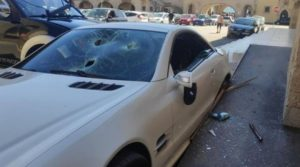 В Гърция: Полицай заби пикапа си в Mercedes-a на своя шеф (Видео)