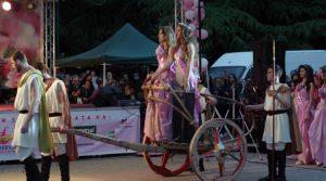 Качиха Царица Роза на тракийска колесница