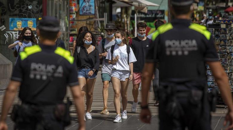 Испания отменя носенето на маски на открито от 26 юни