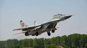 Български изтребител е паднал в Черно море, издирват пилота
