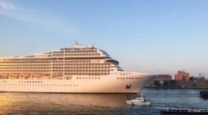 Протести съпътстваха потеглянето на круизен кораб от Венеция