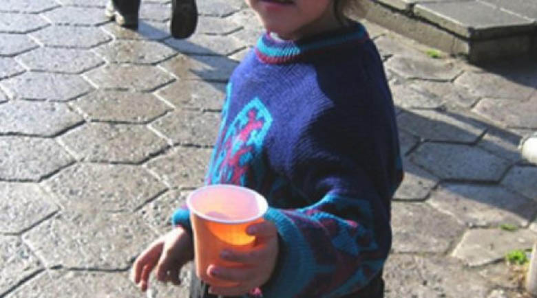 Арестуваха български цигани в Гърция, карали деца да просят