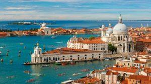 Отмениха вечерния час във Венеция