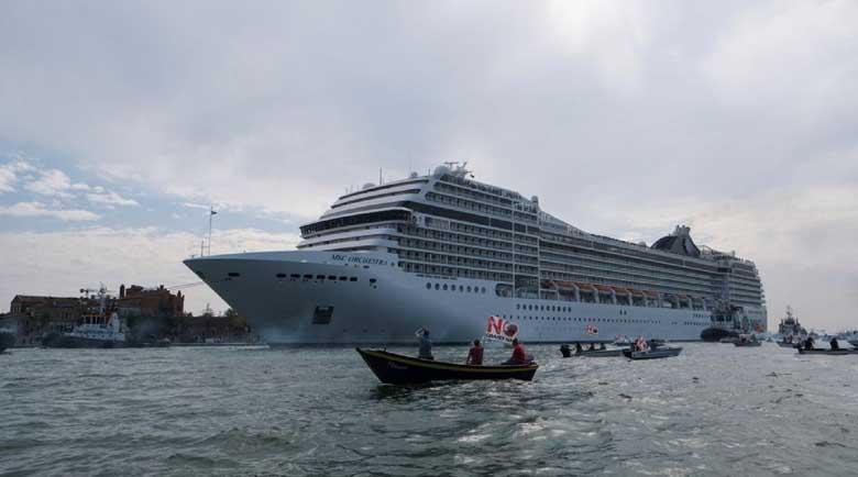 Италия забранява на круизните лайнери да спират във Венеция