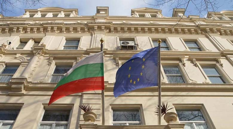Бесни англичани атакуваха българското посолство в Лондон, объркали го с италианското