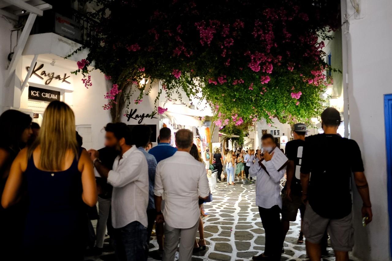 Първият локален lockdown обявиха на остров Миконос, въвеждат вечерен час