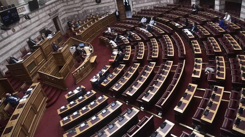 Гръцкият парламент одобри задължителната ваксинация за медици и социални работници