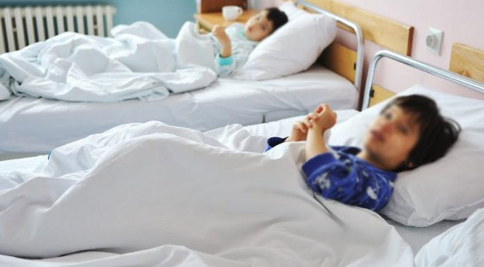 В Гърция: До Коледа неваксинираните деца ще се заразят с коронавирус