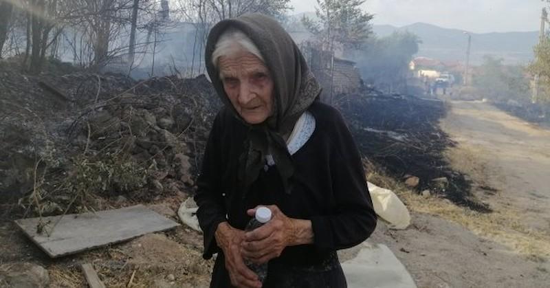 Спасиха 90-годишната баба Мария от горящата й къща