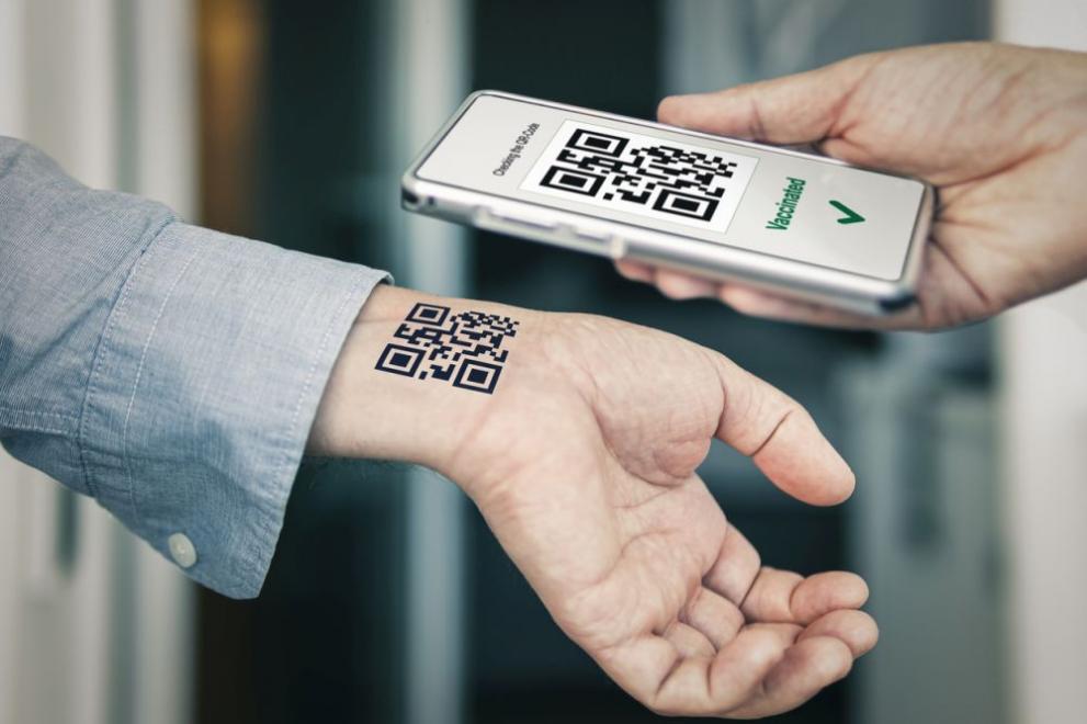 Италианец си татуира QR кода от документа за ваксина срещу COVID-19 (СНИМКИ)