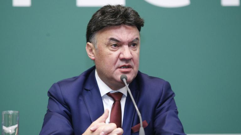 Официално: Борислав Михайлов остава президент на БФС, победи Бербатов с 11 гласа