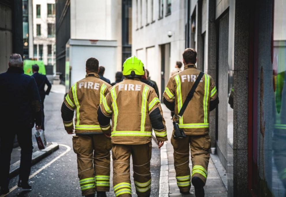 Пожар пламна близо до парламента в Лондон