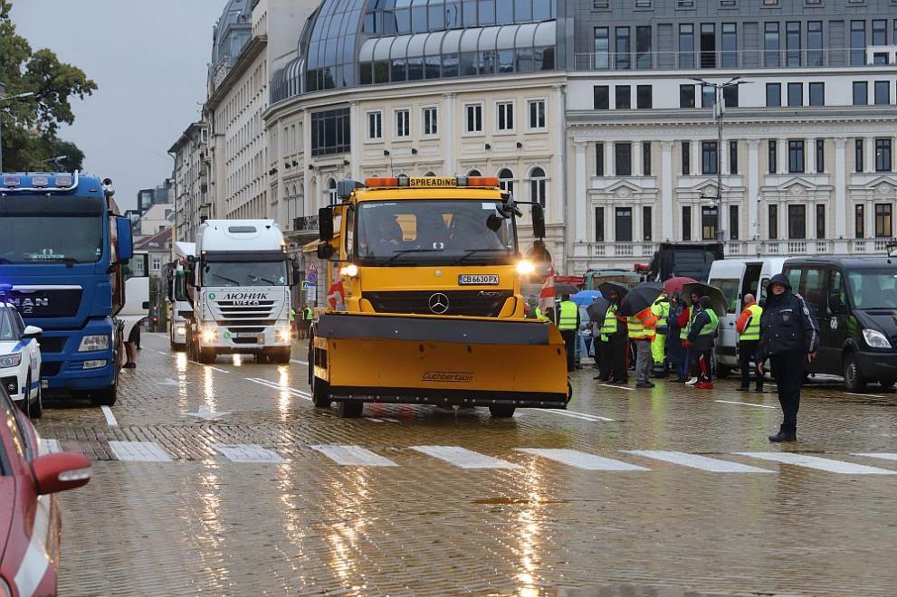 Протест блокира София: Пътни строители и тежка техника на жълтите павета