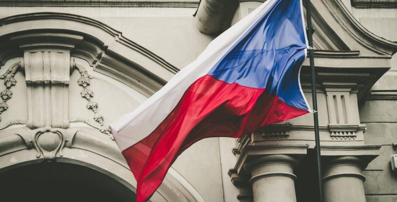 В Чехия комисия на Сената започна процедура по временното отстраняване на президента от длъжност