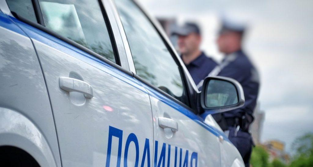 Автомобил блъсна жена и 13-годишно дете на пешеходна пътека в Бургас